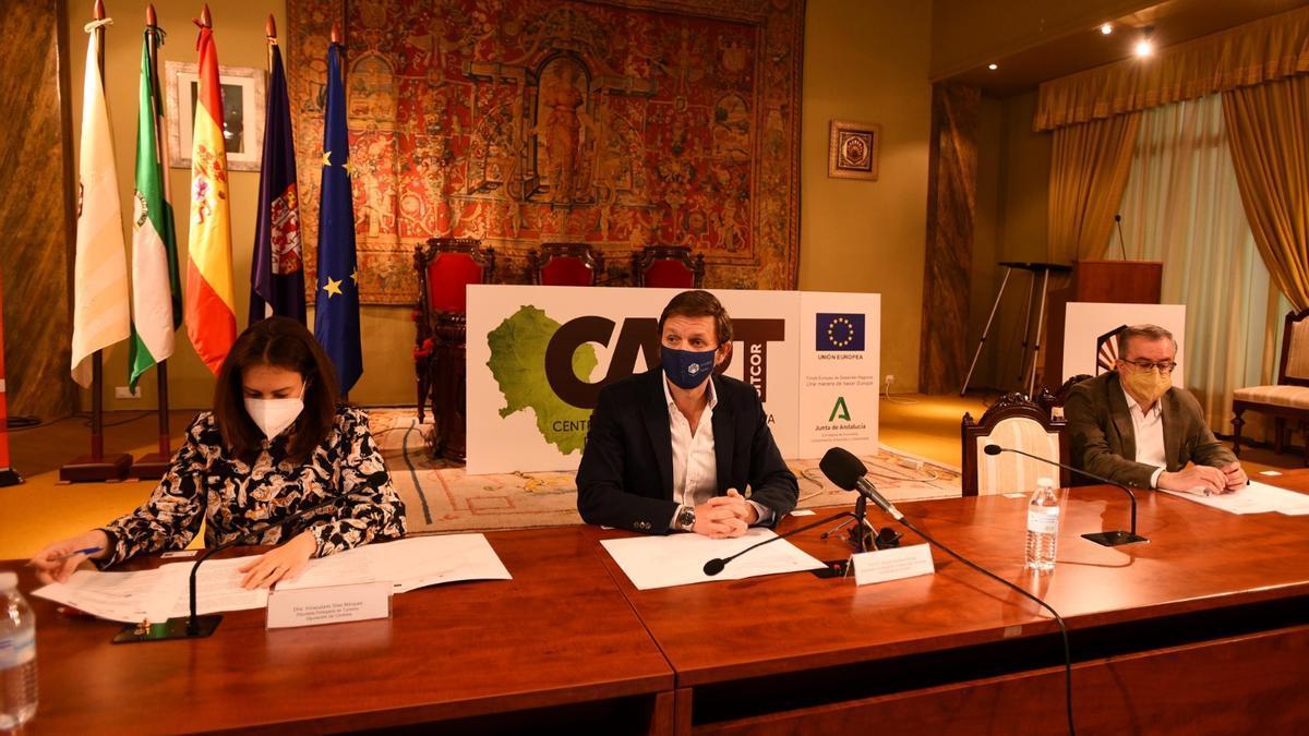 Inmaculada Silas, Antonio Sarsa y Manuel Rivera en el 5º encuentro sectorial de Turismo, Universidad y Empresa.