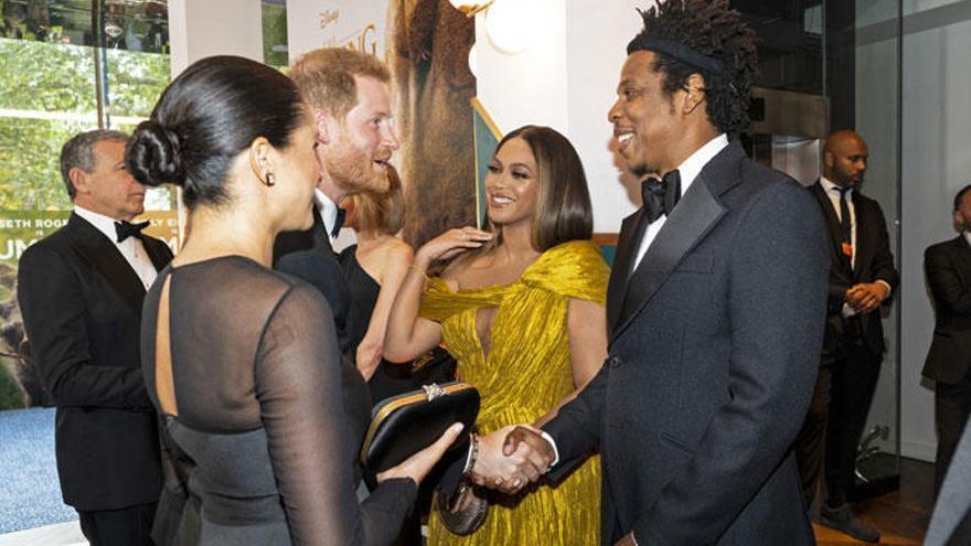 El cariñoso encuentro entre Meghan Markle y Beyoncé en el estreno de 'El Rey León'