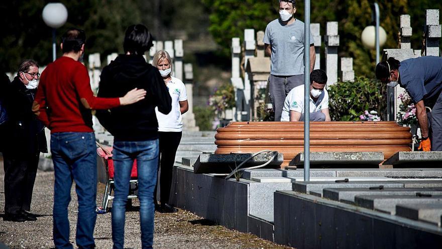 Ourense superó las 5.000 muertes el año COVID y los matrimonios cayeron un 40%