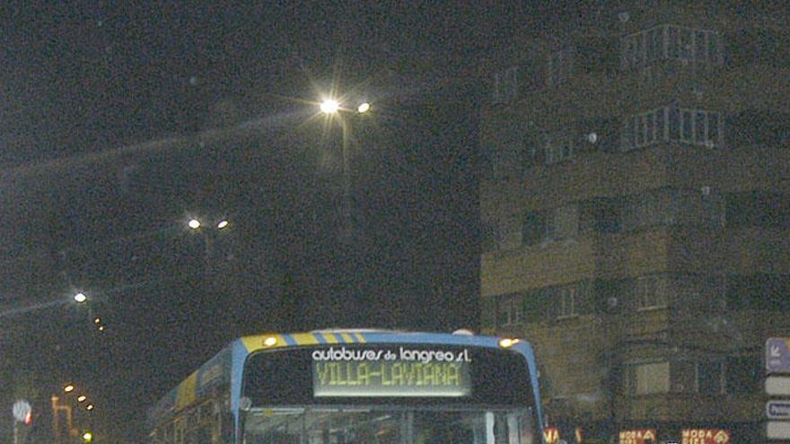 """El autobús """"búho"""" del valle del Nalón vuelve a funcionar desde esta noche"""