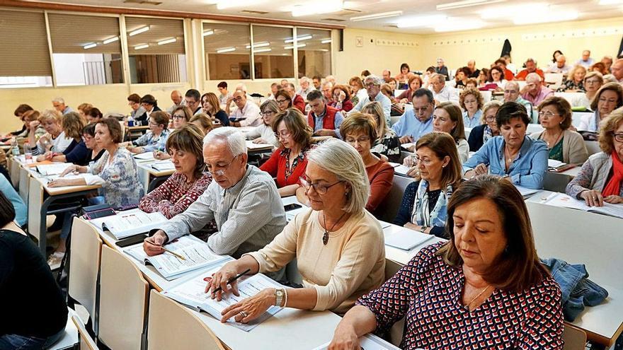 Los mayores volverán a las aulas en un formato híbrido