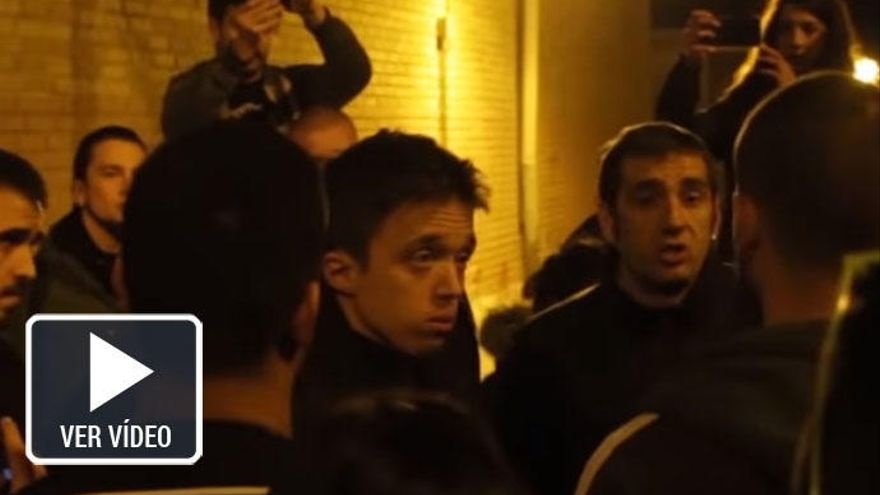 Un grupo de extrema izquierda increpa a Errejón en la calle