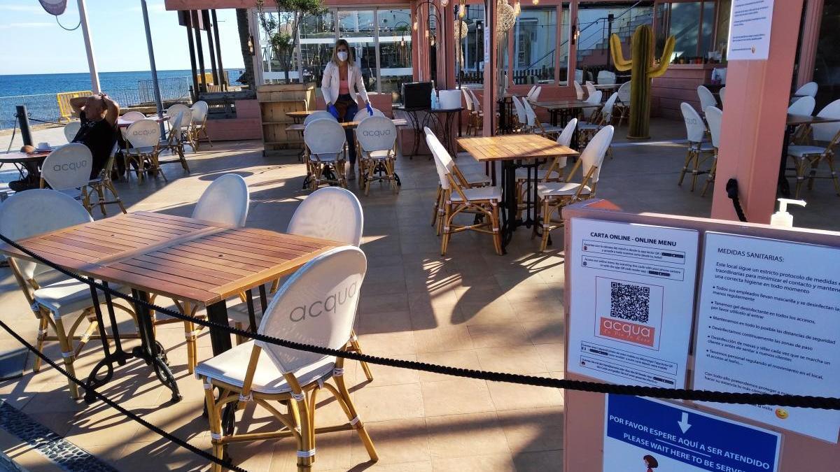 """Primeros clientes, control de acceso y cartas """"online"""" en las terrazas de la Marina Alta"""