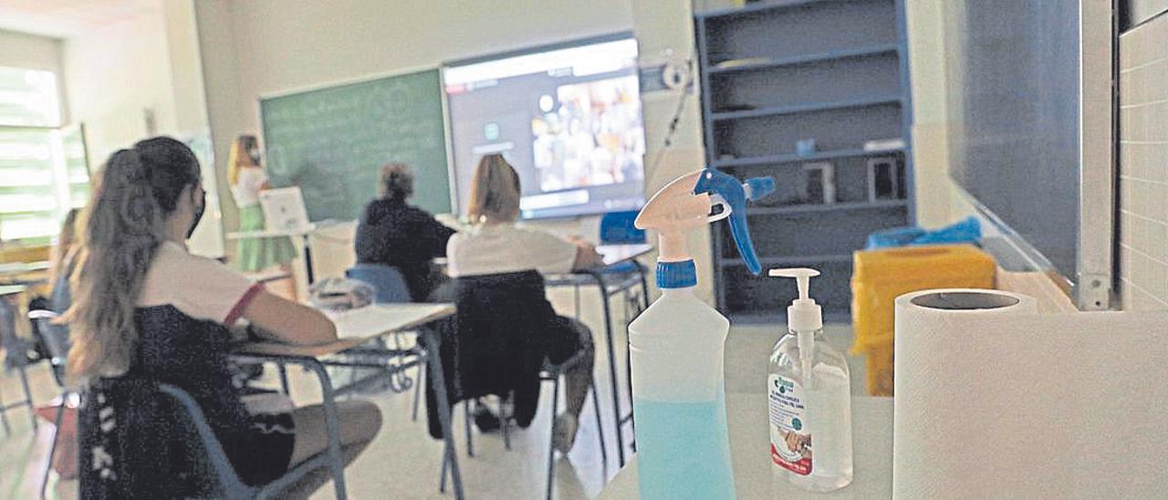 La distancia social y la desinfección presentes en las aulas