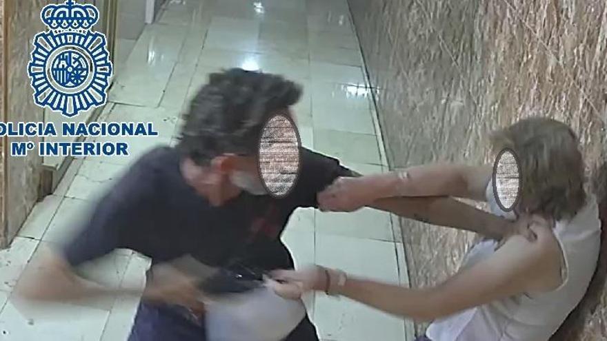 Detenido por el brutal ataque a una vecina de Capuchinos para robarle el bolso