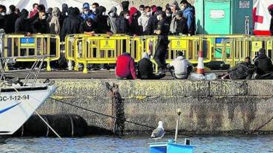 """Interior tacha de """"elucubración"""" el informe de los 140.000 migrantes"""