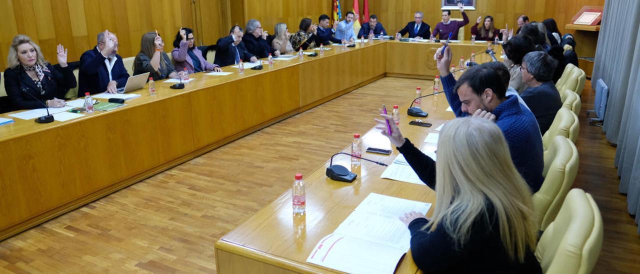Los grupos municipales en las sesiones plenarias han debatido en más de una ocasión sobre el tema del Valenciano.