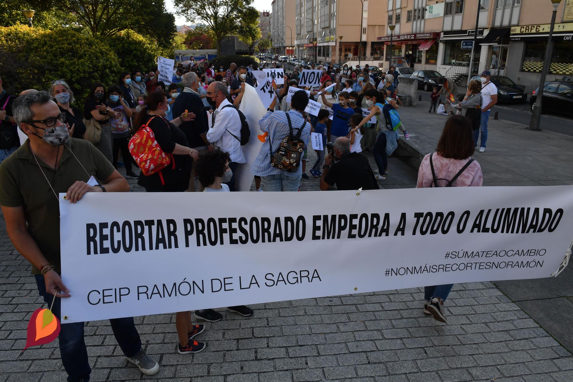 Familias del centro Ramón de la Sagra se concentran por la falta de un tutor de Primaria