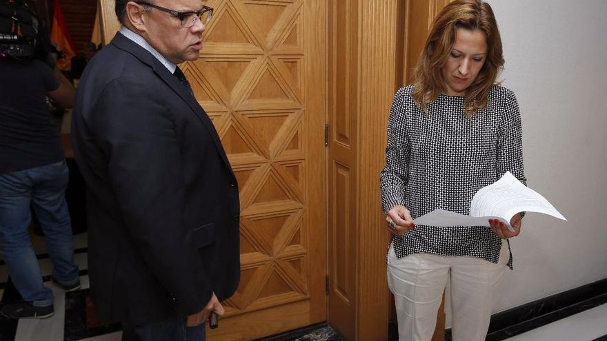 """CC avisa a Torres: """"Ya cayó un presidente canario por no defender el REF"""""""