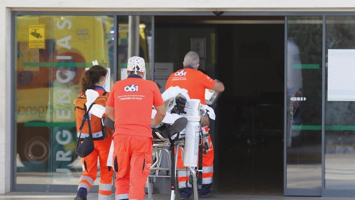 Traslado a un paciente al hospital Reina Sofía.