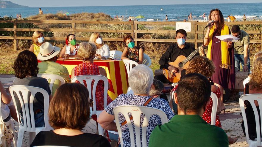 Nieves Herrero inaugura el ciclo 'Novel·la, història i platja' de Castelló