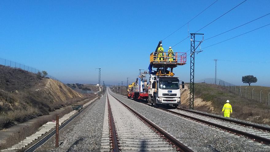 Adif licita el suministro de traviesas para dos tramos de la alta velocidad en Extremadura