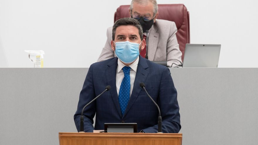 La oposición culpa al consejero de Medio Ambiente del desastre y le pide responsabilidades