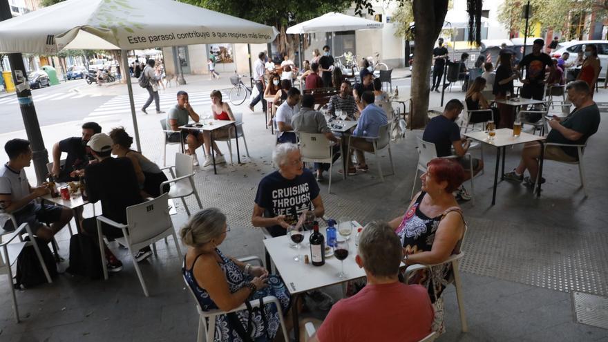 Los hosteleros de Russafa recurren al Constitucional para paralizar la Zona Acústica Saturada