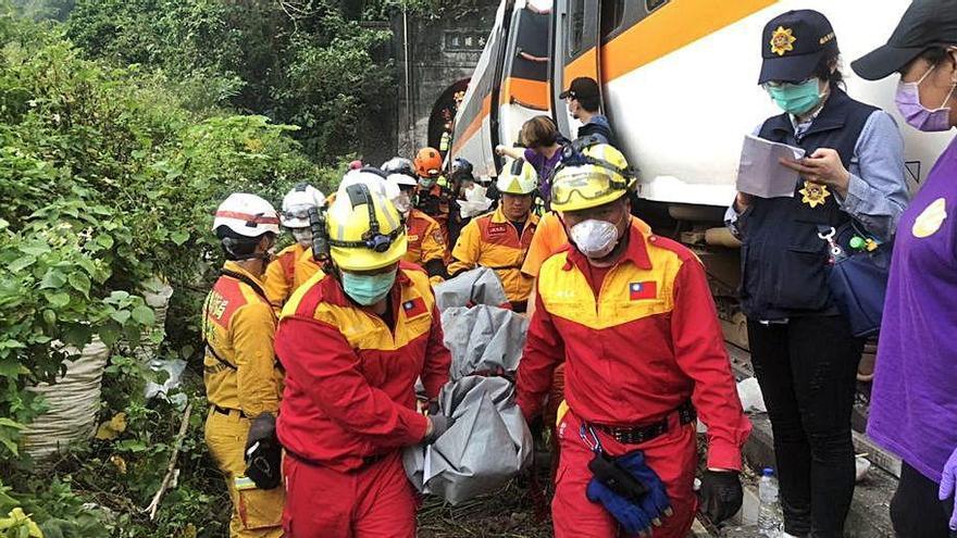 Un greu accident  ferroviari deixa 48 morts  i 118 ferits a Taiwan