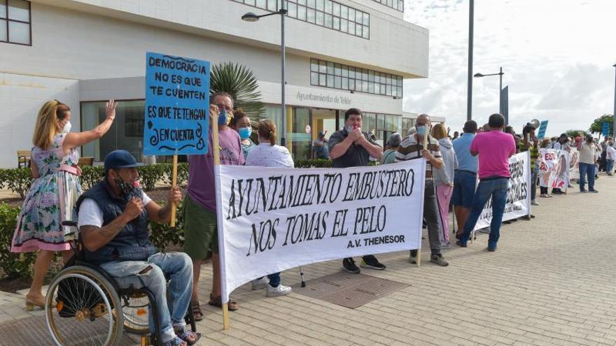 Manifestación ante el Ayuntamiento de Telde de colectivos vecinales de Jinámar