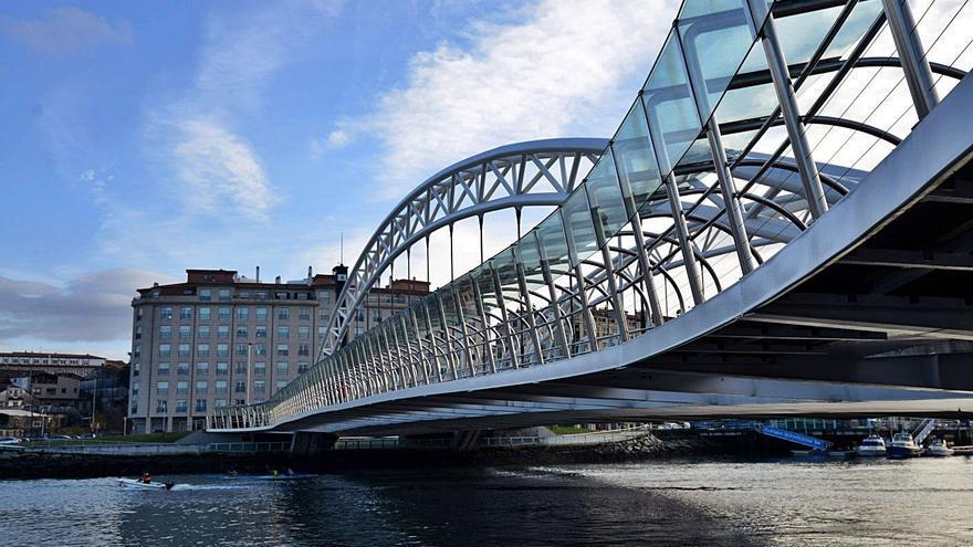Los puentes de la ciudad estrenarán iluminación ornamental estas navidades