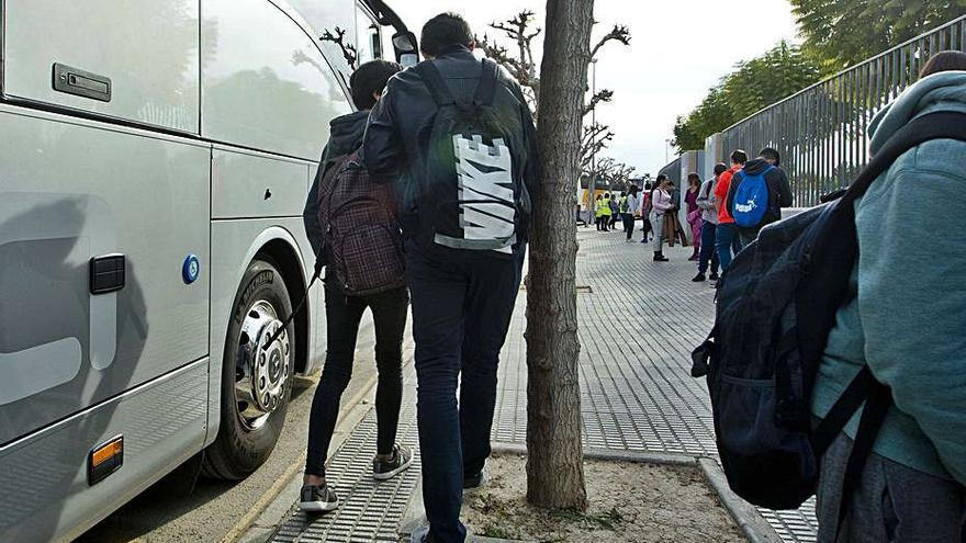 Sanidad solo confina ahora en un bus escolar a los estudiantes que están a dos asientos de un positivo