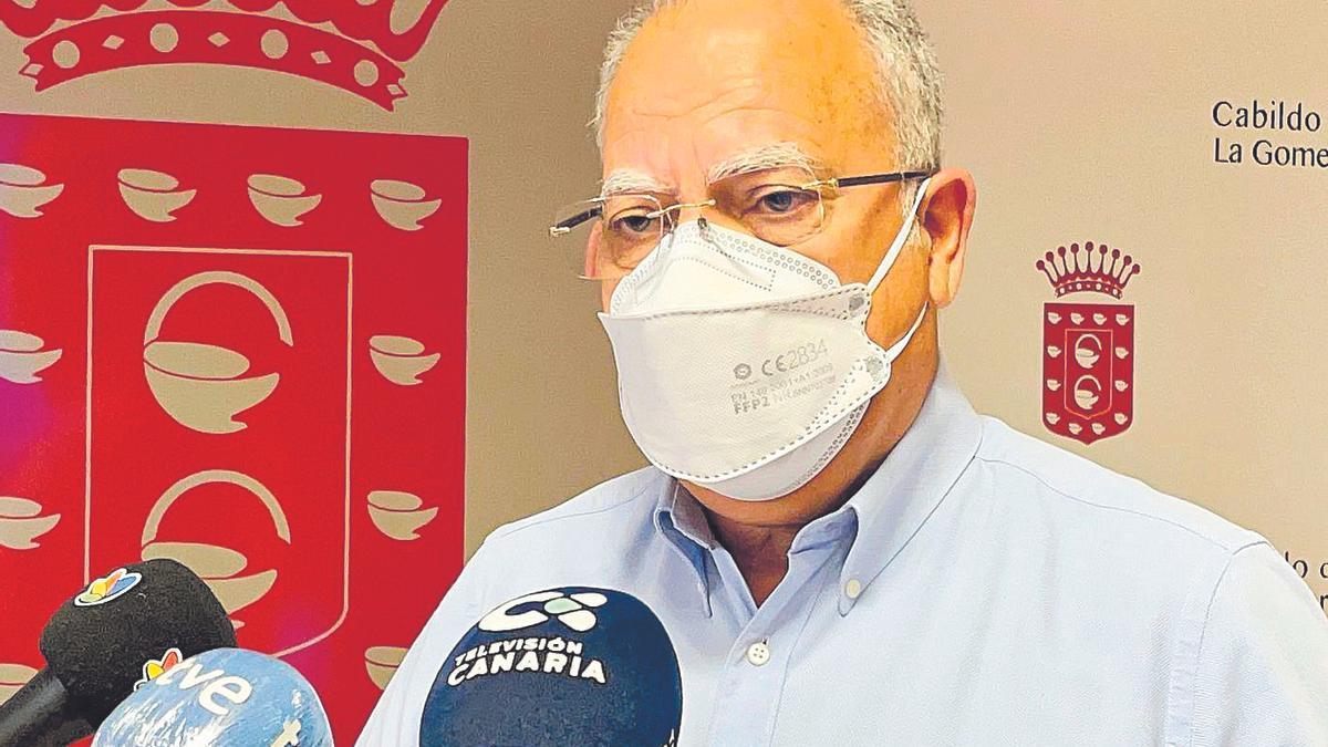 Casimiro Curbelo durante una intervención a los medios.