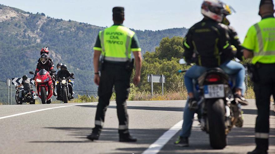Tráfico coloca carteles con la cifra de víctimas en los tramos con más accidentes de moto