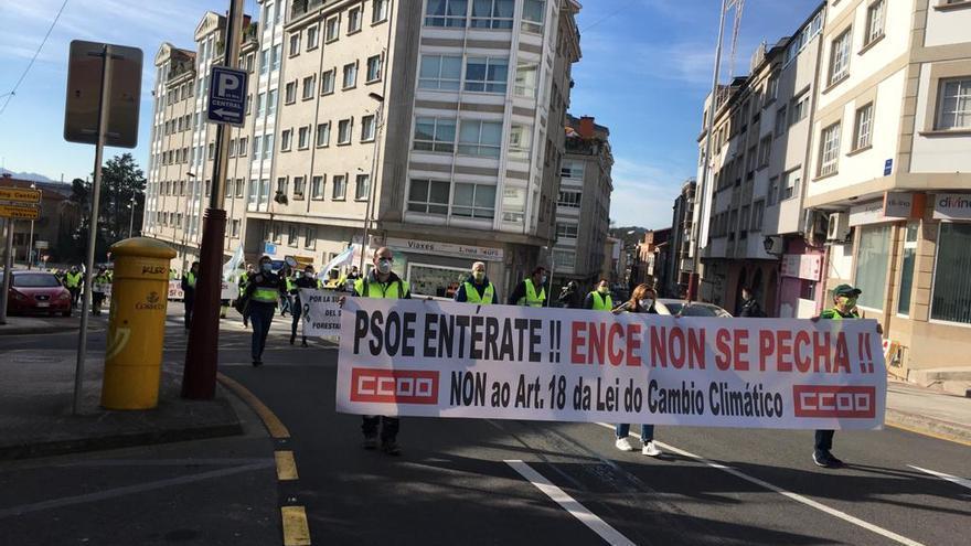 Marcha a pie entre Lourizán y Pontevedra para defender la permanencia de Ence en la ría