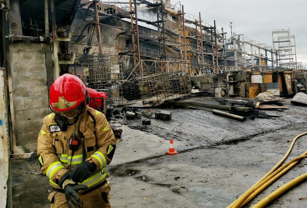 Gran incendio en un astillero de Marín
