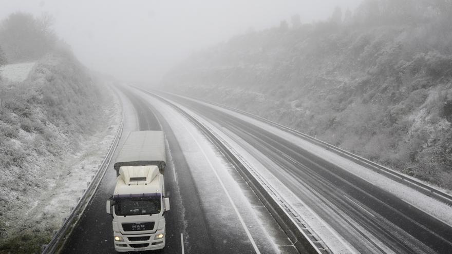 Dora deja la primera nevada de la temporada en Deza