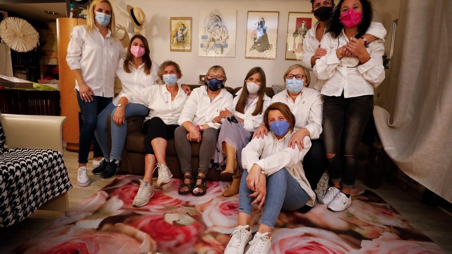 """La terapia contra el cáncer de """"El club de la sonrisa"""" que se reúne en Oviedo: """"Esto no se acaba cuando te crece el pelo"""""""