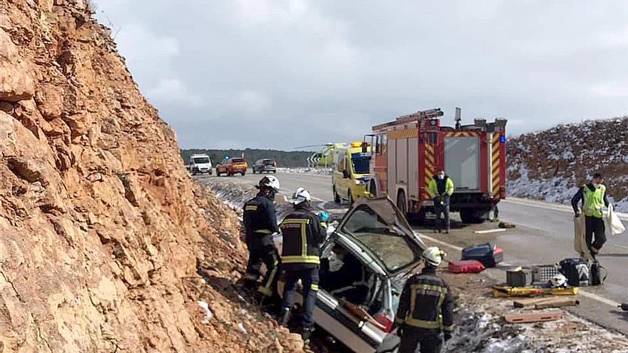 Dos personas resultan heridas en una salida de vía de un turismo en la carretera en Cernégula (Burgos)