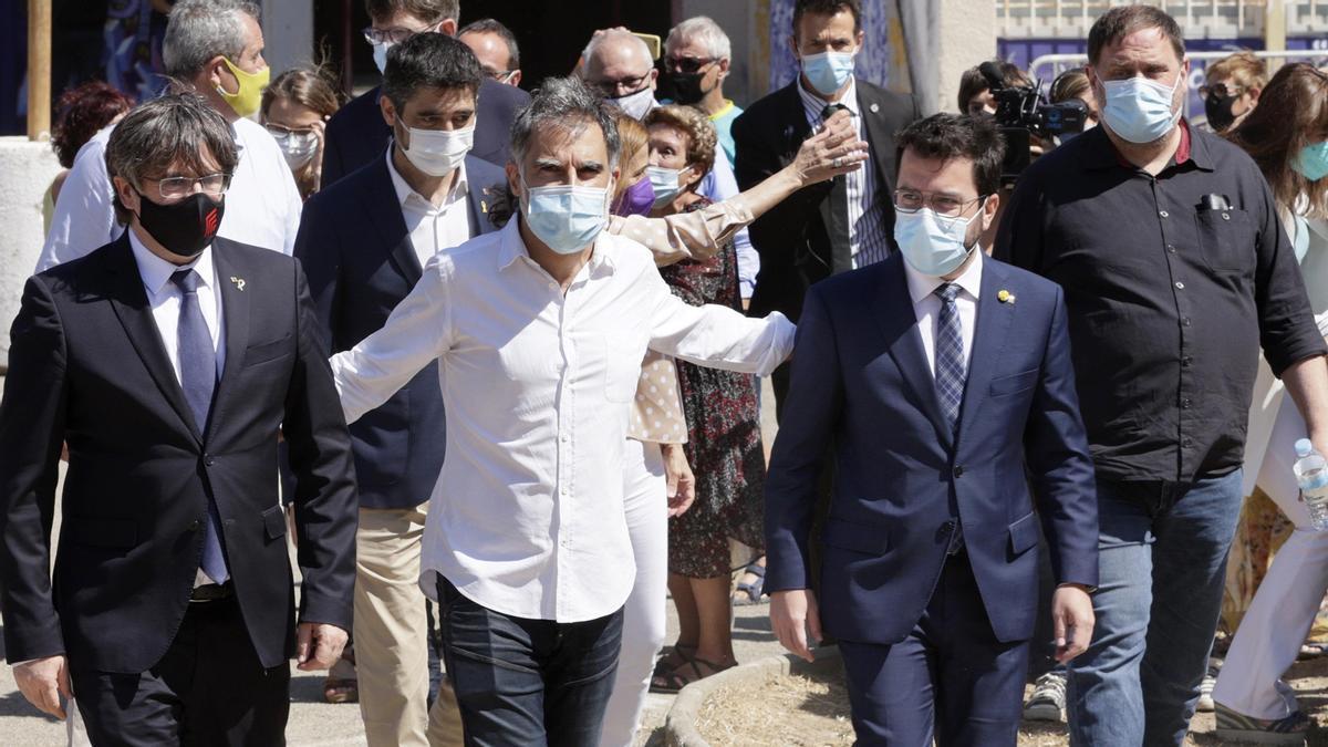 Jordi Cuixart, junto a Carles Puigdemon, Pere Aragonès y Oriol Junqueras.