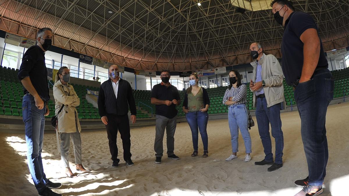 Visita de los diputados de CC al terrero de lucha canaria en Tegueste para pedir que se reanuden las competiciones.