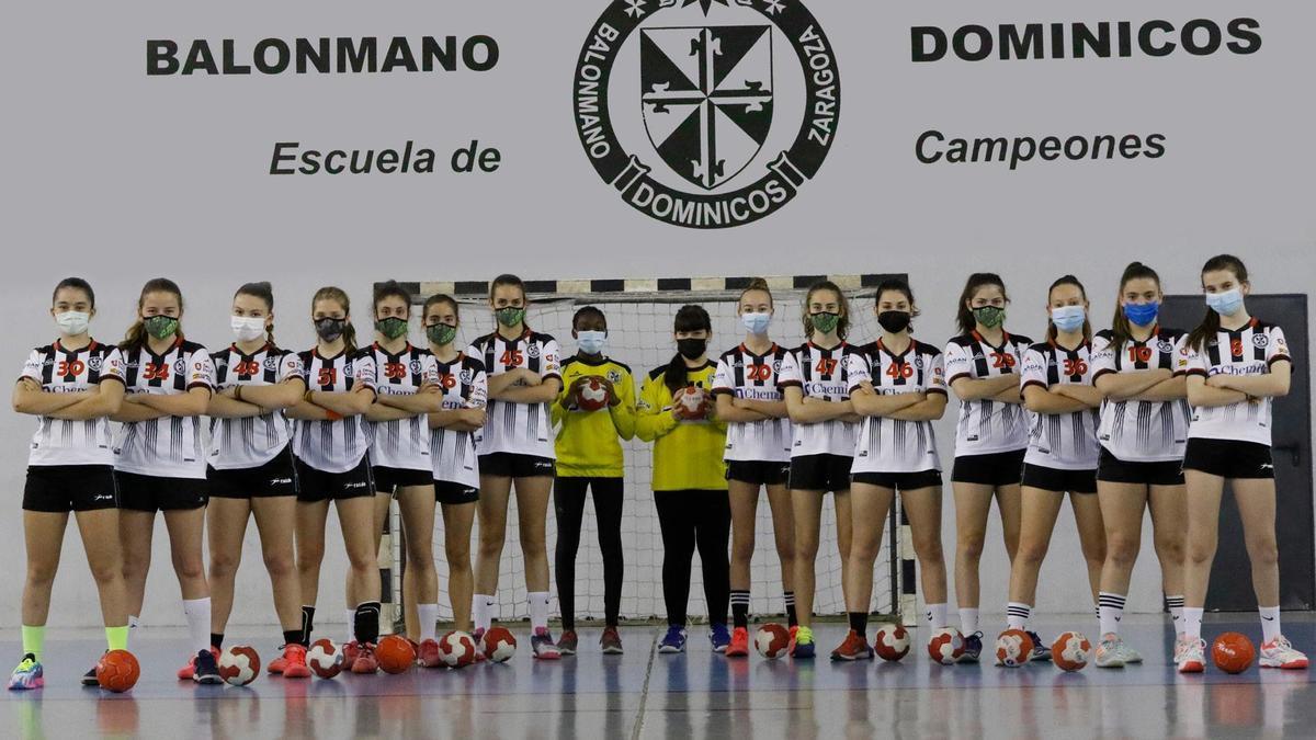 El equipo de balonmano infantil femenino del Dominicos.