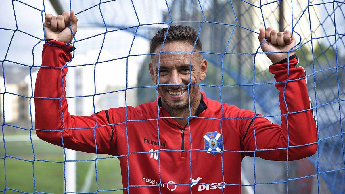 Suso Santana vive su décima temporada como jugador del CD Tenerife, las últimas nueve, de manera consecutiva.     EL DÍA
