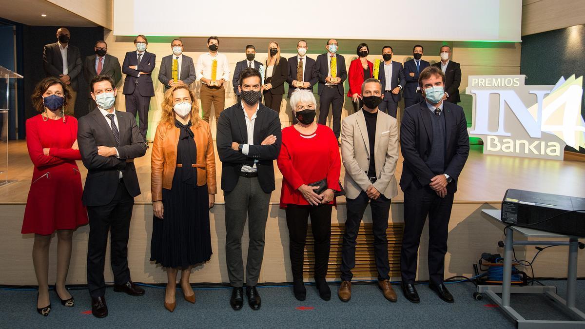 Premiados, miembros del jurado y representantes de Bankia e INFORMACIÓN durante la gala celebrada anoche.