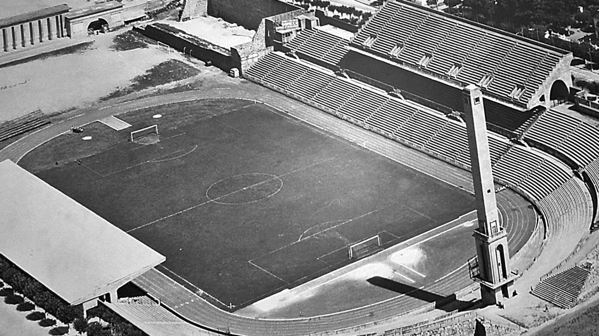 Aspecto del estadio en los años 60: a la izquierda el campo de entrenamiento y a la derecha el Picadero, detrás de la torre.