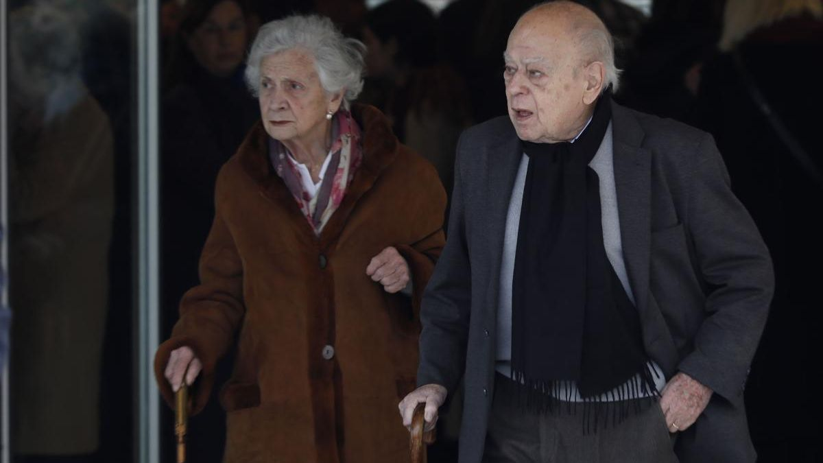 Jordi Pujol, junto a su mujer, Marta Ferrusola.