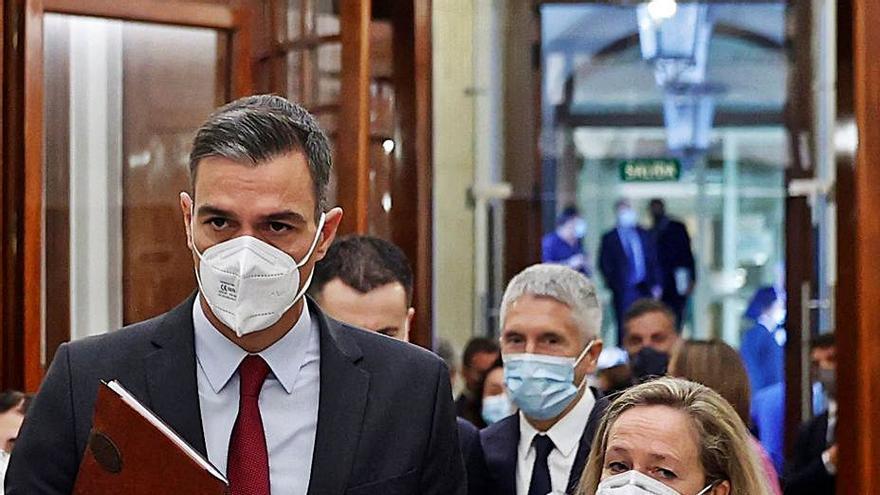 Sánchez se abre a retocar el decreto de la luz para evitar los daños a la industria