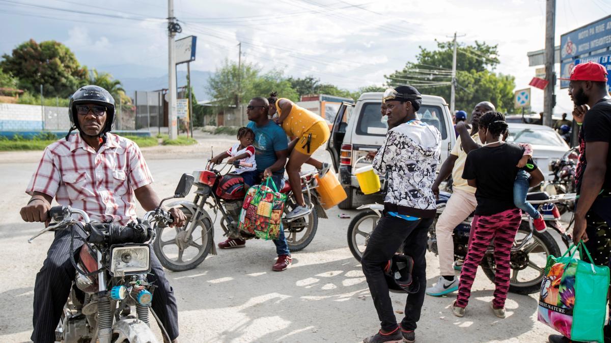 Refugiados haitianos a su llegada a la capital, Puerto Príncipe