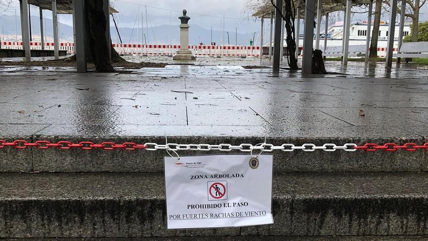 'Karim' obliga a cerrar los paseos del entorno de Samil, Bouzas y el Náutico