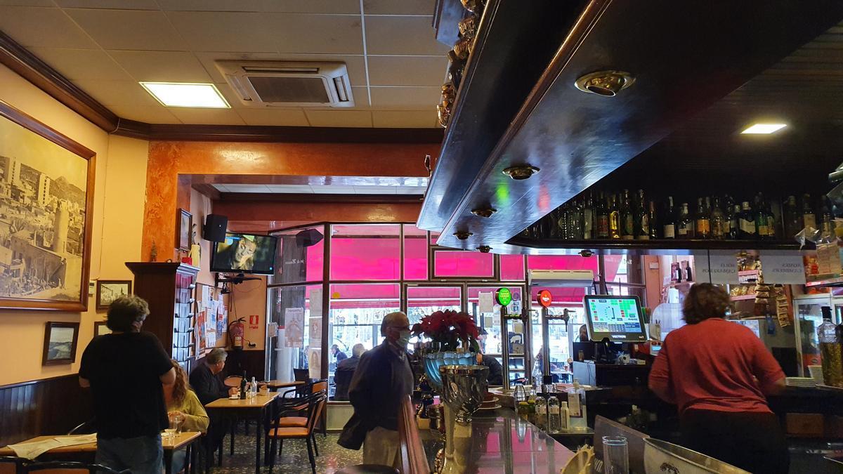 Los interiores de los bares vuelven a recuperar su rutina