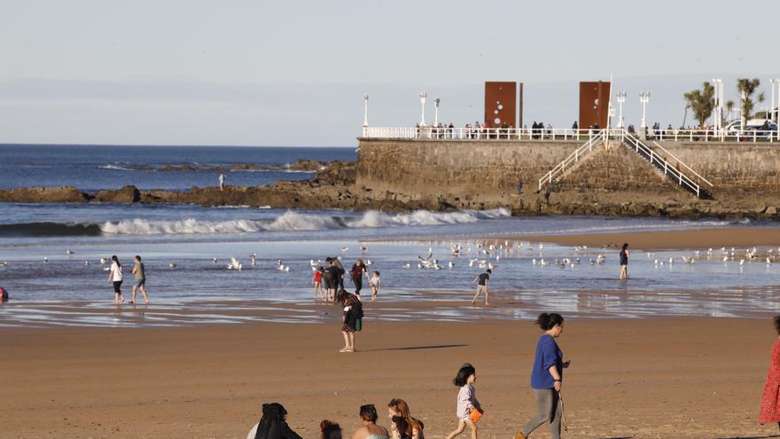 El termómetro supera los 20 grados en Gijón