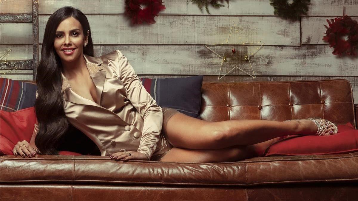 Cristina Pedroche promociona las Campanadas con un sofisticado 'look'