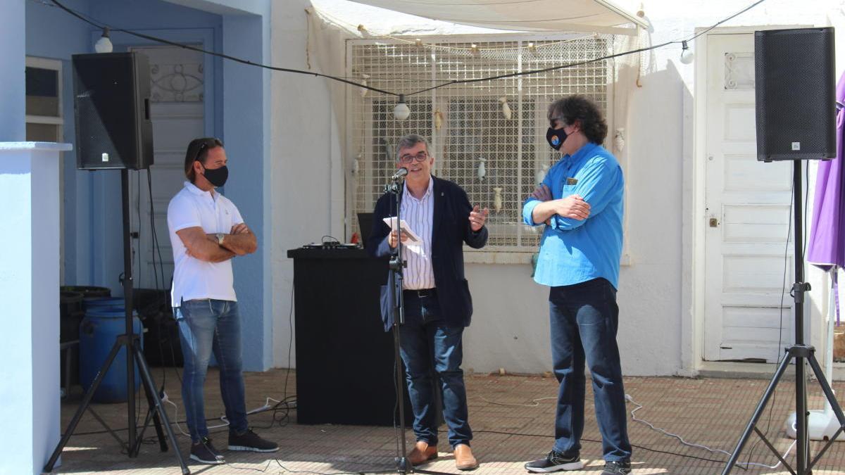 La presentació de Colera Ràdio en el passeig.