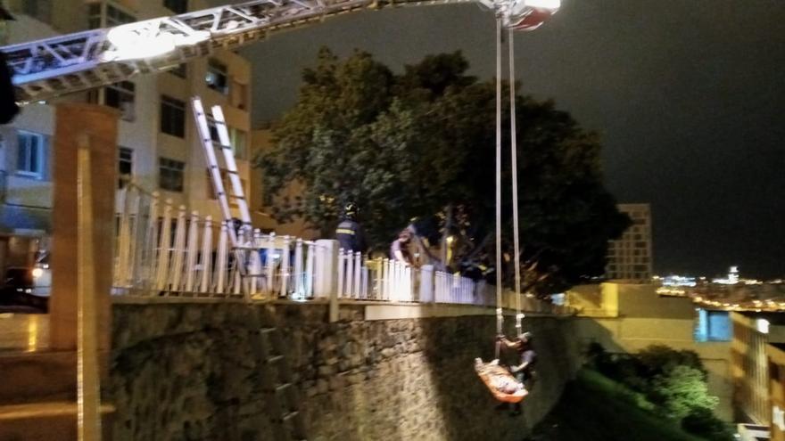 Rescatan a una persona accidentada en una ladera en Escaleritas
