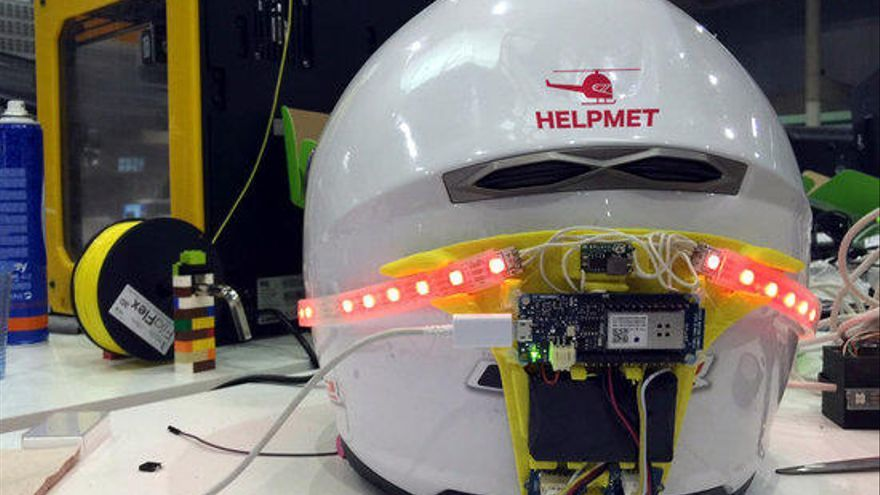 Un gironí crea un casc de moto intel·ligent que avisa a urgències en cas d'accident