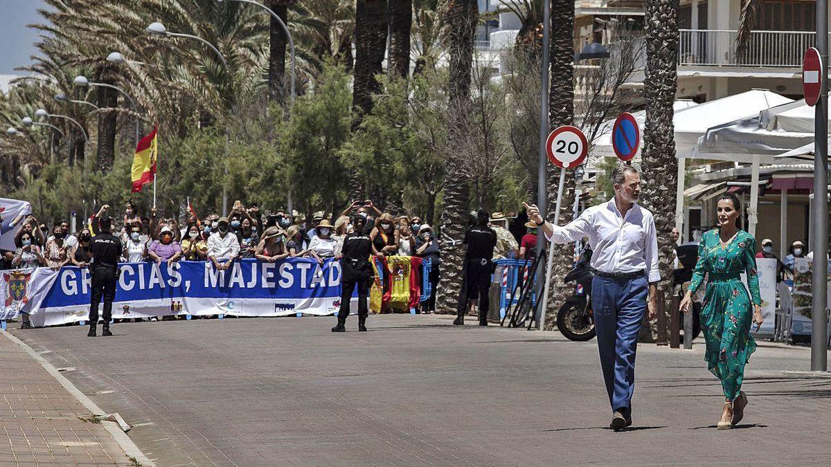 Los Reyes, ayer, durante su visita a Mallorca