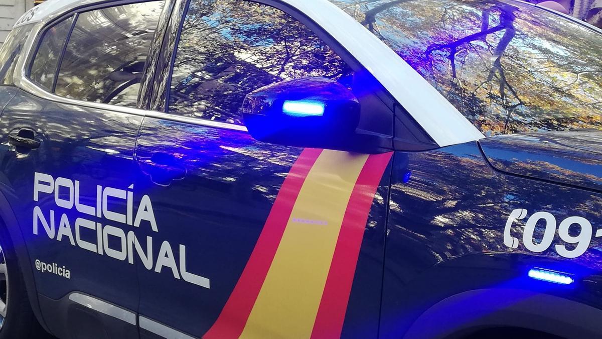 Detenidos dos varones reclamados por la justicia tras embestir a varios coches de la Policía con un bebé en su vehículo