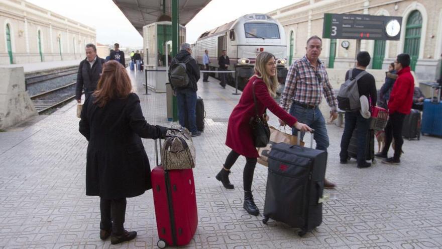 Renfe refuerza las conexiones entre Murcia y Alicante por el puente
