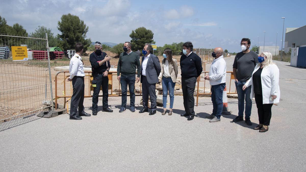 Las autoridades visitaron este jueves los terrenos del nuevo parque de bomberos de Orpesa