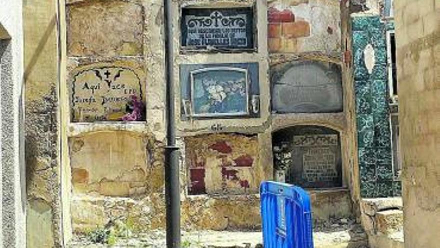 Compromís apremia a arreglar nichos apuntalados en Sant Joan